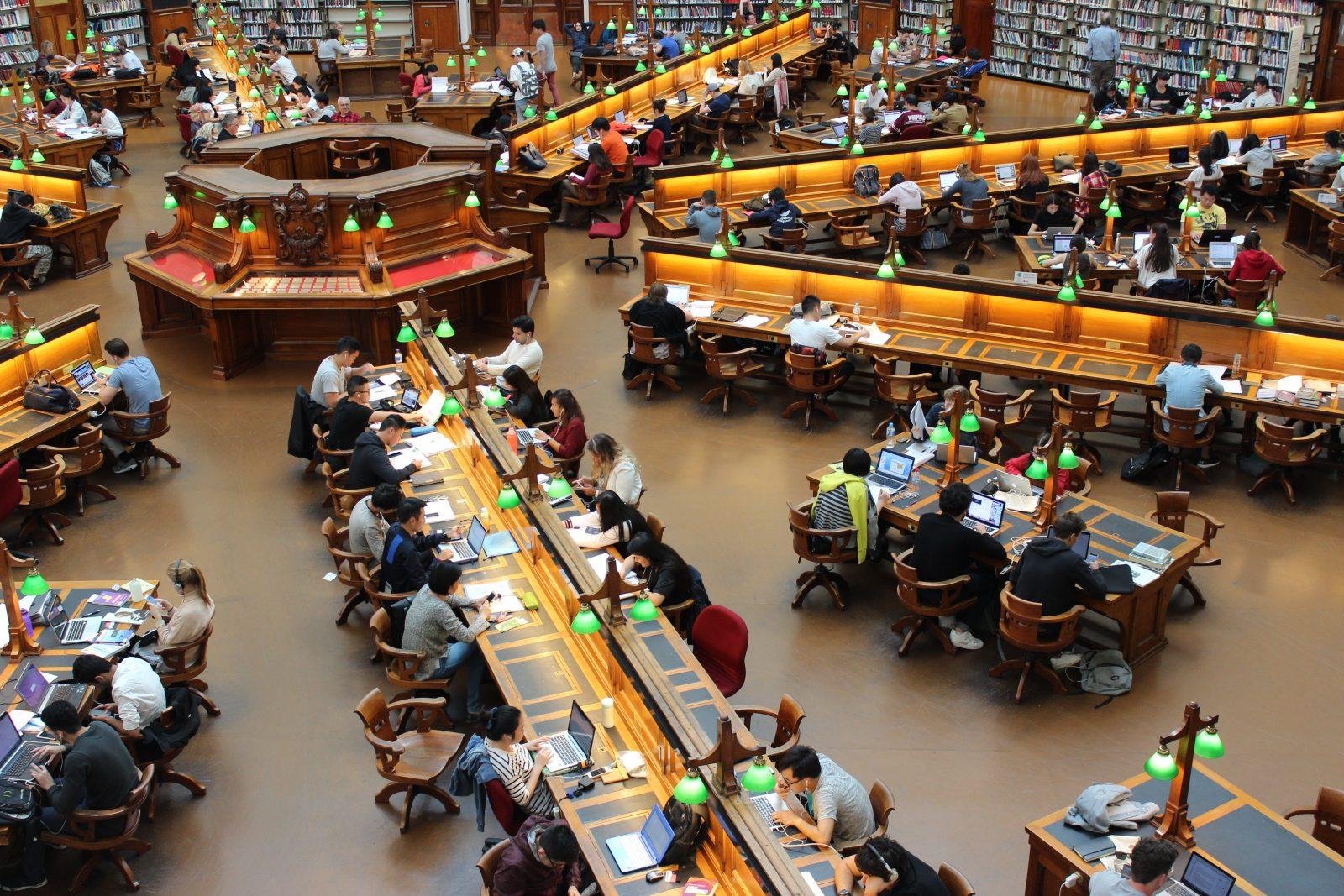 الحكومة تقرر رسوماً دراسية تصل الى 1500 يورو!