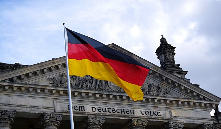 كيف تحصل على الاقامة الدائمة في ألمانيا كطالب