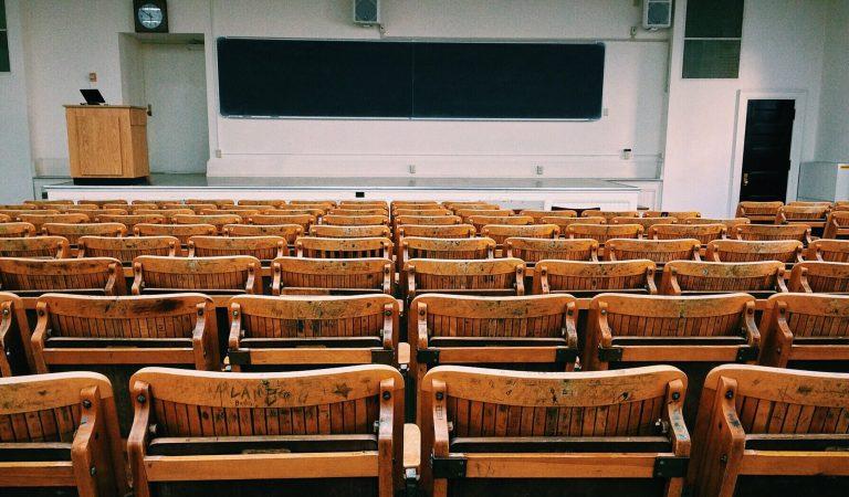اكثر من 100 طالب مجبرون بسبب Attest للمثول امام الجامعة!